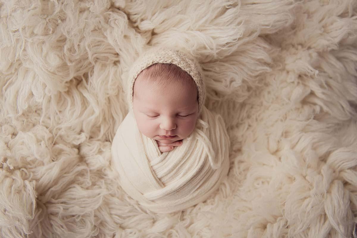 Newborn baby retouching